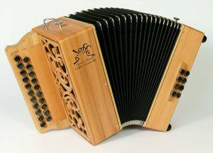 1280px-accordeon_diatonique_b-loffet_graet_e_breizh_2_rangs_3_voix